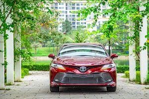 Ảnh ngoại thất Toyota Camry 2019 đẹp từng centimet