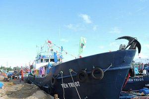 Đảo Lý Sơn thiếu xăng: Chở khẩn cấp 30.000 lít xăng ra đảo