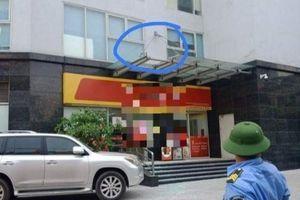 Hà Nội: Rơi từ tầng 11 xuống mái chung cư, bé 4 tuổi nguy kịch