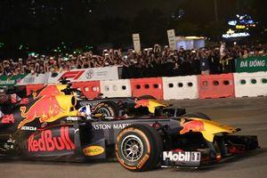 Cận cảnh hai chiếc xe F1 khét tiếng gây phấn khích ở Mỹ Đình
