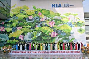 2 bức tranh hoa sen ở sân bay quốc tế Nội Bài đoạt HCV thiết kế quốc tế