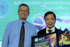 Giám đốc Trí Việt - First News nhận giải thưởng 'Tận tâm cống hiến vì cộng đồng 2019'