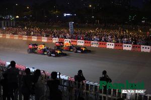 Quái thú F1 chính thức lăn bánh tại Hà Nội