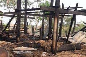 Gia Lai: Cháy nhà sàn trong đêm, 1 bé gái tử vong