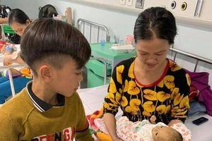 Em trai cậu bé đạp xe hơn 100km xuống Hà Nội đã qua đời