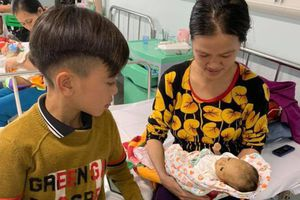 Em trai cậu bé đạp xe 103 km từ Sơn La về Hà Nội đã qua đời