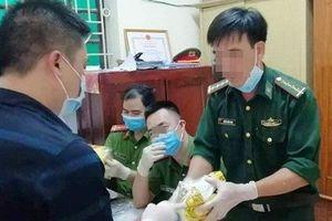 Vụ bắt giữ gần nửa tấn ma túy đá tại Nghệ An: Nghi bị lộ nên đổ 'hàng' ra cánh đồng muối