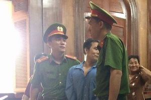 Người đánh kiểm sát viên lần thứ 3 bị trích xuất đến tòa