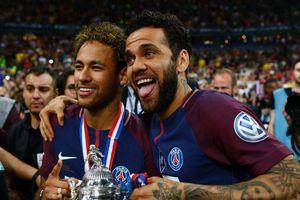 Dani Alves không có đối thủ về danh hiệu trong làng bóng đá