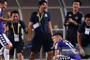 Quang Hải gây sốt vì pha ăn mừng 'dị' giống Cristiano Ronaldo
