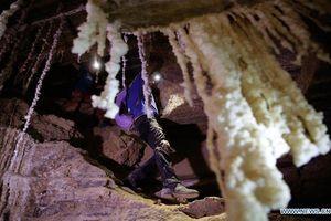 Khám phá hang động muối dài nhất thế giới