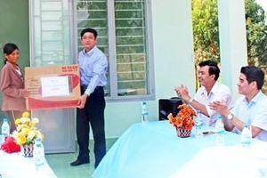 Tổng Công ty Điện lực miền Trung trao 5 ngôi nhà tình nghĩa tặng các gia đình chính sách tại tỉnh Gia Lai