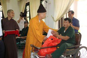 Tặng quà và nhà tình nghĩa cho người dân tỉnh Hà Nam