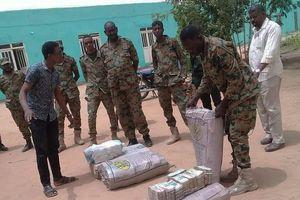 Phát hiện số tiền mặt khổng lồ trong nhà cựu tổng thống Sudan