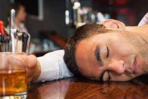Cảnh báo nguy hiểm: Uống rượu hàng ngày làm tăng nguy cơ đột quỵ