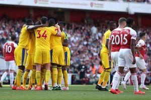Arsenal 2-3 Crystal Palace: Trả giá vì Europa League