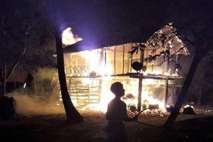 Gia Lai: Nhà sàn bị cháy lúc nửa đêm, bé gái 3 tuổi tử vong