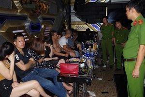 Hà Nam: Phát hiện 37 đối tượng nam, nữ đang 'bay lắc' trong quán karaoke