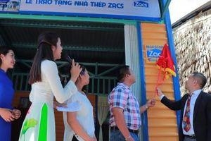 Tôn Zacs và đại lý ủy quyền trao tặng 50 ngôi nhà thép Zacs cho người lao động nghèo 10 tỉnh thành