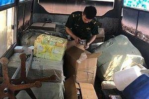 Lạng Sơn liên tiếp phát hiện các xe ô tô vận chuyển hàng hóa nhập lậu