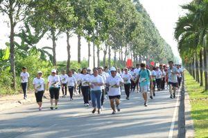 Bí thư, Chủ tịch Hậu Giang chạy bộ cùng 4.000 người