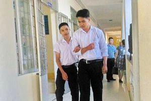 Nghị lực đáng khen của học trò nghèo, khuyết tật