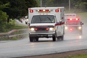 Xe cứu thương Mỹ đụng ổ gà, tim bệnh nhân đập trở lại