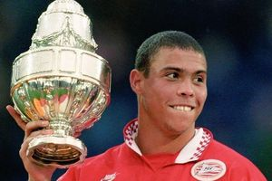 Ronaldo 'béo', Mbappe và những cầu thủ trẻ nhất chạm mốc 30 bàn