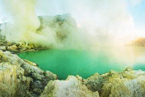 Núi lửa nào ở Indonesia chứa hồ nước tử thần giết chết mọi sinh vật?