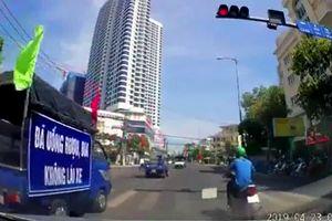 Đoàn xe tuyên truyền an toàn giao thông vượt đèn đỏ ở Nha Trang