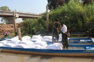 Đồn Biên phòng Vĩnh Nguơn bắt vụ vận chuyển 11 tấn đường cát nhập lậu
