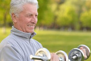Người lớn tuổi muốn tăng sức mạnh cơ bắp, cần ăn gì?