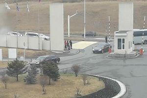 Nhìn thấy chiếc limousine đen tại nơi Putin và Kim Jong-un dự kiến sẽ gặp nhau