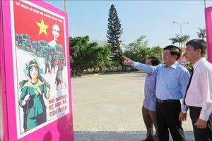 Triển lãm tranh cổ động kỷ niệm 60 năm Ngày mở đường Hồ Chí Minh