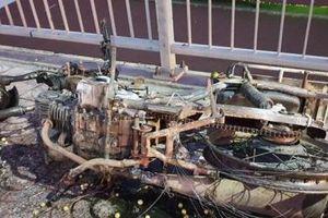 TP.HCM: Cháy xe máy trên cầu Bình Lợi, giao thông ùn tắc hơn 2 km
