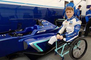 Tay đua cụt 2 chân tiến gần hơn tới ước mơ dự F1