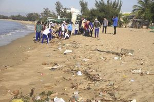 Rác thải bủa vây khu du lịch, Chủ tịch tỉnh chỉ đạo tổng vệ sinh