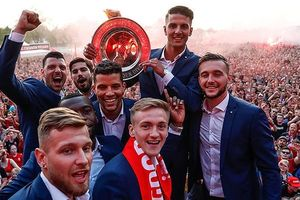 Twente vô địch Hạng nhất Hà Lan: 20 ngàn CĐV ăn mừng như giành Champions League, pháo sáng mịt mùng