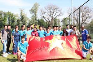 Đại sứ Việt Nam tại Hà Lan thăm động viên đội tuyển trẻ U15 PVF
