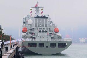 Vũ khí tối tân lần đầu 'lộ diện' trong lễ diễu binh hải quân hoành tráng của TQ