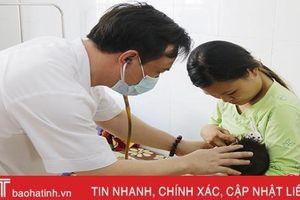 Bệnh nhi nhập viện do nắng nóng, bệnh viện ở Hà Tĩnh quá tải!