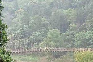 Hà Giang: Bất thường thi thể nam thanh niên treo lơ lửng giữa cầu