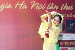 Ngắm vẻ đẹp 'thoát tục' của nữ sinh Hà thành trong điệu múa dân gian đương đại