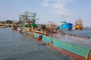 Quảng Trị: Bắt tàu sắt khai thác cát trái phép trên sông Thạch Hãn