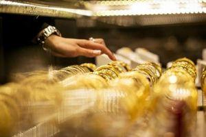 Giá vàng thế giới tụt xuống mức đáy mới