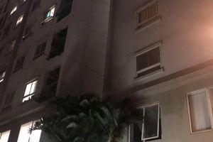 Hà Nội: Bố mẹ vắng nhà, bé gái 4 tuổi rơi từ tầng 12 chung cư xuống đất