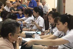 Hơn 300 cựu TNXP, người cao tuổi được khám bệnh, phát thuốc miễn phí
