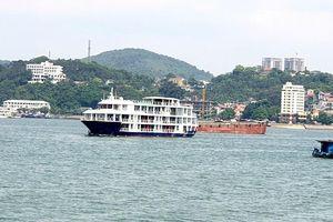 Tàu du lịch không đạt chuẩn không được phép hoạt động tại Hạ Long