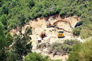 'Đất tặc' lộng hành đào phá núi Mò O
