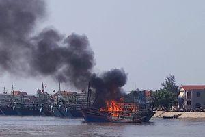 Nghệ An: Cháy tàu cá, thiệt hại trên 1 tỉ đồng